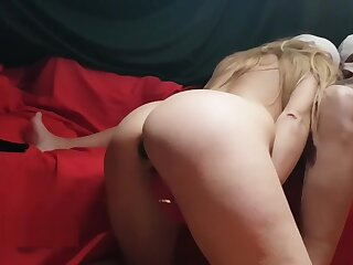 HOT MILF TRIES Be useful to FIRST Maturity AN ANAL PLUG