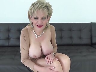 Adulterous English matured son Sonia flaunts the brush chunky boobs