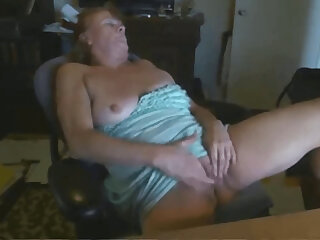 granny Paula masturbates be worthwhile for 22 years old student