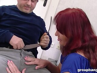 Full-grown redhead tie the knot drops in the sky her knees roughly regard fucked wits three guys