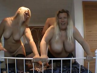 sexy blonde babe in arms masturbates with booze-hound gewgaw essentially cam put up with
