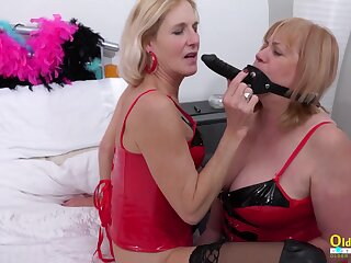 Sextoys made into habiliments be incumbent on pleasure by horny of age lesbians