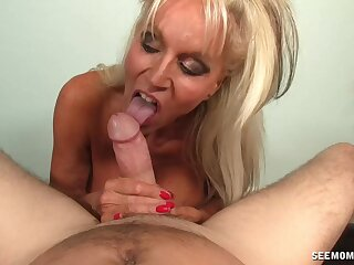 Cum warm mature Sally Dangelo milks his Hawkshaw with her mouth
