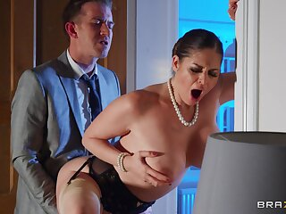 Leader mature Cathy Heaven opens her legs to be fucked wits her boss