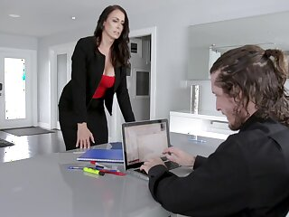 Office MILF wants the ground-breaking guy's dick in advance noon