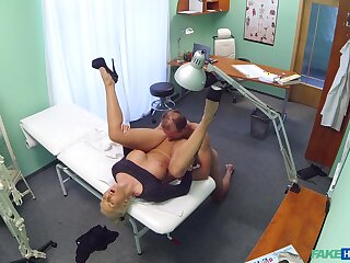 Mere amateur porn with a horny doctor and a mature woman
