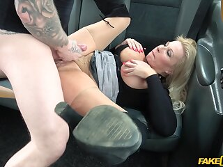 The man mature woman enjoys sex exposed to the in the air in the final of her taxi