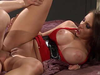 Milf screams and trembles with a lot be advantageous to dick inside her ass