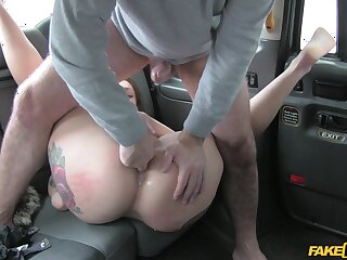 Beamy nuisance woman gets laid with the horny taxi-cub driver