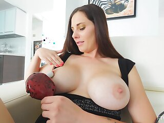 Video of mature amateur Lilian playing with her orgasmic pussy