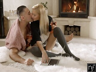 Full natural busty babe goes uninhibited on hard flannel and gets fucked doggy style