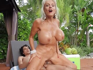 Boy tries his best drilling mature stepmom's pussy outdoors