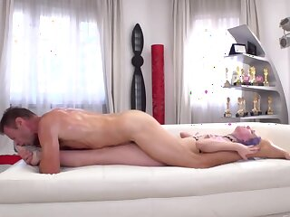 Man penetrates pretty babe's hole motivation her buttholes