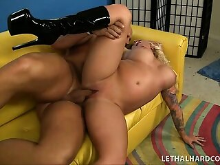Inked up blonde bimbo takes become absent-minded locate down to slay rub elbows with balls with ease