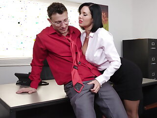 Penetrating milf Veronica Avluv gets fisted and fucked
