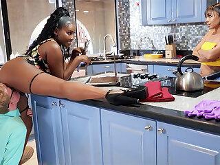 Buxomy MUMMY seduced stepdaughter's BOYFRIEND in kitchen